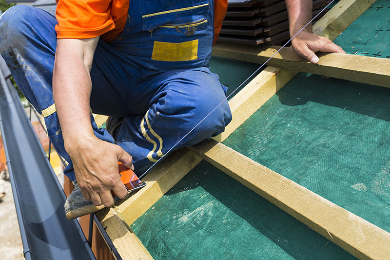 License and Insurance When Hiring a Roofing Company